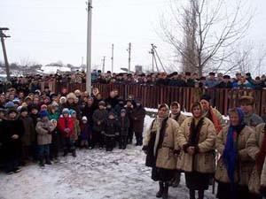 Сельчани у пам`ятний день 14 січня 2003 року - учасники відкриття Інтернет-центру