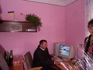 Сільський голова Дмитро Підгірний перший ознайомився із можливостями Інтернет-ресурсів