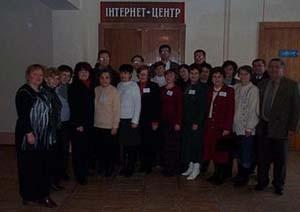 Колектив районної бібліотеки в день відкриття Інтернет-центру 14 січня 2003 року